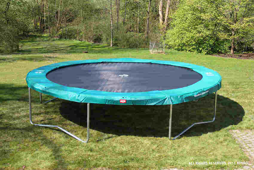 How to put together a trampoline